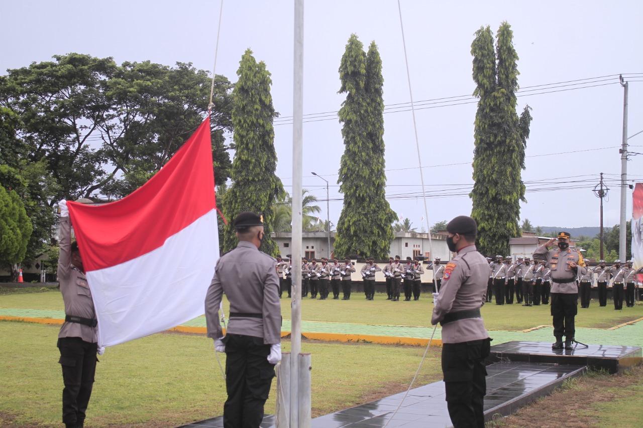 Kapolres KSB Beri Reward Anggota Berprestasi di Upacara Kesadaran Nasional